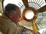 Arcebispo sobrevoa Goiânia e abençoa a população contra o coronavírus neste Domingo