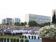 Festa de Nossa Senhora Aparecida leva fiéis às ruas de Brasília neste sábado