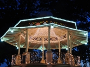 Uberlândia recebe grande Festival 'Magia de Natal' na Praça Clarimundo Carneiro