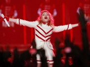 Conheça fã goiana que atravessou o oceano atrás da Madonna