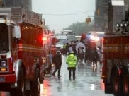 Helicóptero atinge prédio em Manhattan