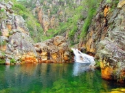 Descubra um recanto de águas cristalinas cercado por montanhas a poucas horas de Uberaba