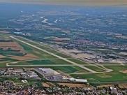 Avião cai no aeroporto de Basileia, na Suíça
