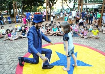 Grupo apresenta espetáculos circenses gratuitos em feiras livres de Goiânia