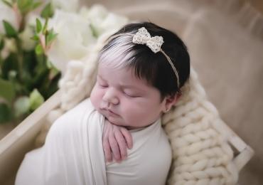 Em Belo Horizonte, bebê nasce com mecha branca no cabelo e internet pira com tanta fofura