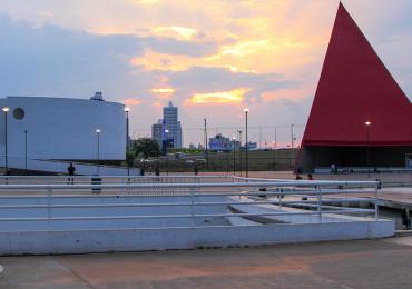 Shows, oficinas e atividades esportivas agitam as férias ao pôr do sol no CCON