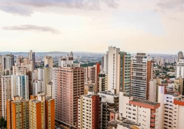 Por que as temperaturas em Goiânia variam tanto durante o dia?