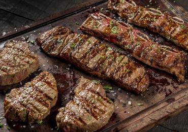 Restaurante de Brasília aposta em cortes nobres e lança tábuas de carnes para compartilhar