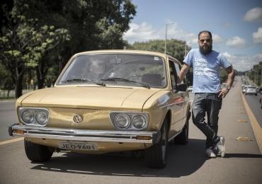 O apresentador Daniel Zukko promove campanha de arrecadação de alimentos em Brasília