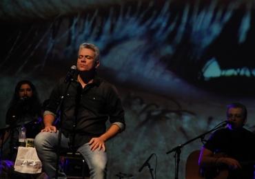Vocalista do Mr. Gyn se apresenta no Grande Hotel em Goiânia com entrada gratuita