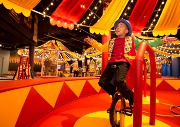 Domingo no Circo reúne espetáculo, oficinas, feirinha e bazar em Goiânia