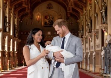 Príncipe Harry e Meghan Markle apresentam primogênito ao mundo