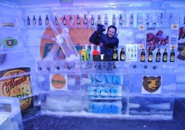 Ice Bar fica na área externa do Bretas Goiânia Shopping Armazém, no cruzamento das avenidas T-10 com T-15, Setor Bueno. A cada R$ 70 em compras o cliente ganha um ingresso.