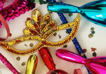 Feira reúne marcas locais e nordestinas de adereços e fantasias de carnaval em Belo Horizonte