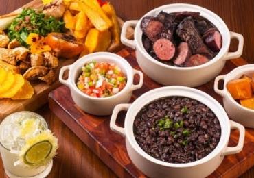 Bar em Uberlândia tem feijoada à vontade por R$39,90