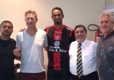 Goleiro Bruno fecha contrato com o time Boa Esporte e volta ao futebol