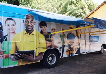 Ônibus leva cursos profissionalizantes gratuitos a bairros de Uberlândia