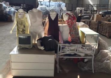Leilão tem caixão, carros, roupas e TVs no Distrito Federal com lances a partir de R$1