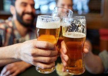 Cerveja é melhor para dor de cabeça do que remédio, aponta estudo
