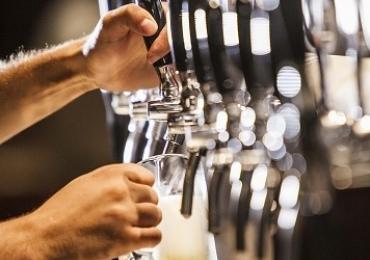 Restaurante de Brasília investe em chope a R$4,99 e dose dupla de drinque da casa