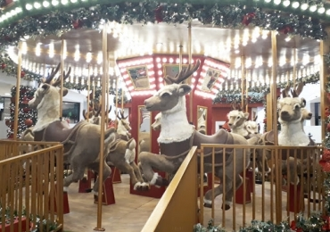 Espaço 'mágico' de Natal tem carrossel, trenó escorregador e fonte dos desejos em Uberlândia Famílias poderão se divertir com atrações inéditas e gratuitas