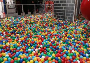 Shopping em Goiânia recebe piscinagigantedebolinhas para diversão em família