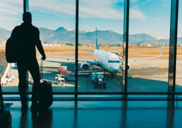 Governo anuncia fim da taxa adicional cobrada de passageiros que voam para fora do país