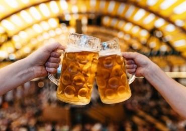 Com fonte central de cerveja e 10 estações de alimentação, Oktuberfest acontece em Uberlândia