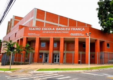 Atraso salarial e corte no quadro de professores interrompe funcionamento do Basileu França
