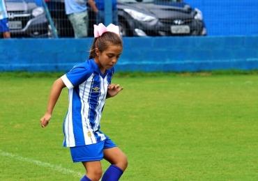 Conheça a Menina do Laço, única garota a treinar nas categorias de base de um time profissional no Brasil