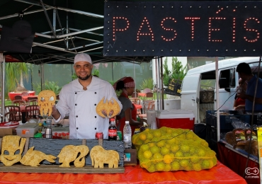 Jovem inova vendendo pastéis de desenho e faz sucesso em feira de Goiânia