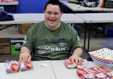 Conheça o jovem com síndrome de down que construiu um negócio milionário em apenas um ano