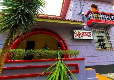 Casarão antigo vira ponto cultural e quintal bar no centro de Goiânia