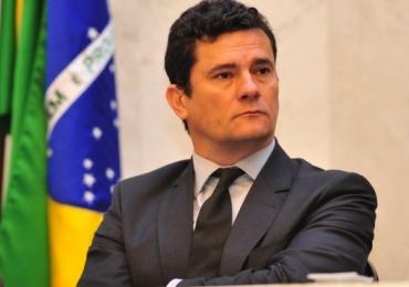 Moro aceita convite de Bolsonaro para comandar o superministério da Justiça