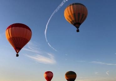 Conheça a 'Capadócia Mineira' e curta incríveis vôos de balão a poucas horas de Uberlândia