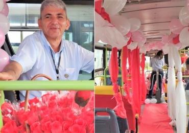 Motorista de ônibus em Goiânia recebe passageiras com flores no Dia das Mulheres