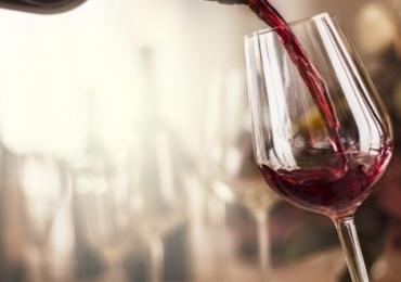 Restaurante de Brasília promove rodízio de vinhos para ajudar mulheres no Outubro Rosa