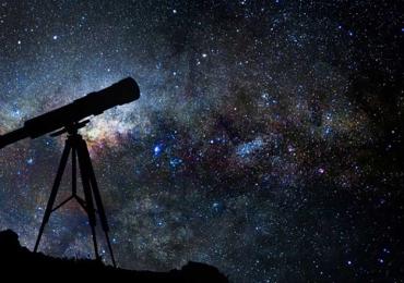 Goiânia recebe evento em comemoração ao Dia da Astronomia com telescópio e projeções espaciais