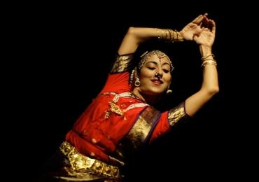 de 19 a 23 de março aulas de meditação e exposição indiana.