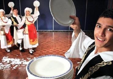 Comunidade Grega de Brasília realiza festa hoje (24)  com tradicional quebra de pratos