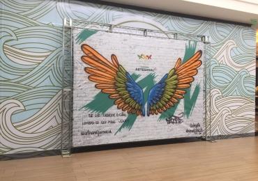 Passeio das Águas Shopping recebe painel grafitado pelo artista Dequete