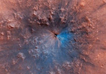 Veja o antes e o depois de uma rocha espacial colidir com Marte