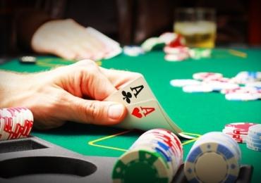 3 lugares pra jogar pôquer em Goiânia