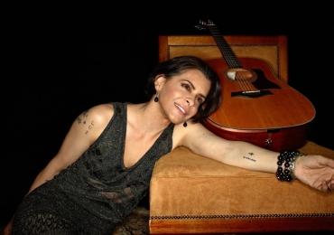 Marina Lima faz show gratuito em Brasília