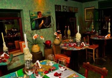 Cave Adega Bar fecha as portas e põe à venda objetos de decoração em bazar vintage