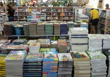 Feira de livros com obras pelo preço único de R$ 10 acontece em Goiânia