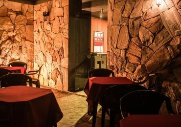 Ambiente multifuncional abriga estúdio de música, bar e cachaçaria em Goiânia