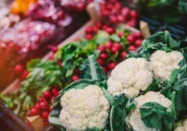 Universidade de Goiânia realiza 'Feira Agroecológica' para aproximar mais da agricultura familiar
