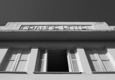 Exposição gratuita de fotografias revela novo olhar sobre o Centro de Goiânia