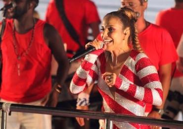 Vídeo: Ivete se disfarça com fantasia e curte  o carnaval de Salvador em meio à multidão